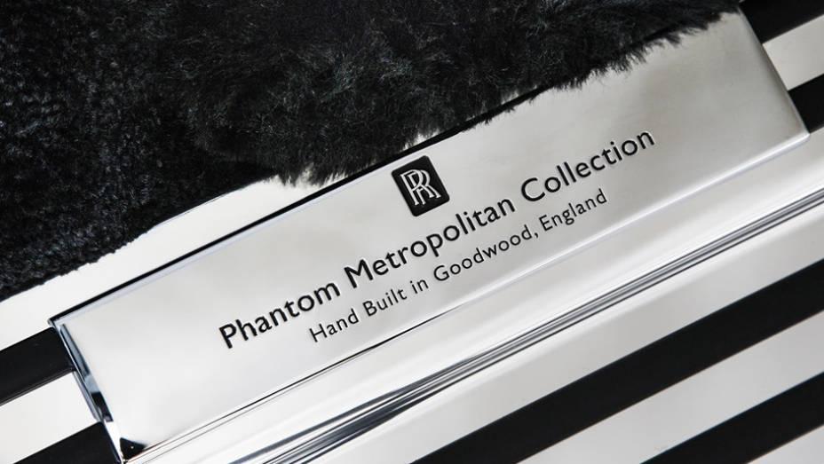 """Rolls-Royce Phantom Metropolitan Collection feito manualmente na Inglaterra   <a href=""""http://quatrorodas.abril.com.br/noticias/saloes/paris-2014/rolls-royce-phantom-metropolitan-collection-apresentado-paris-803619.shtml"""" rel=""""migration"""">Leia mais</a>"""