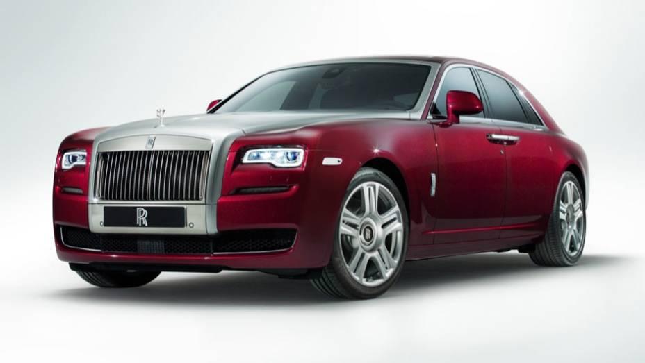 "A Rolls-Royce reestilizou o sedã Ghost, rebatizando-o de Ghost Series II | <a href=""http://quatrorodas.abril.com.br/noticias/saloes/genebra-2014/rolls-royce-lanca-ghost-series-ii-775298.shtml"" rel=""migration"">Leia mais</a>"