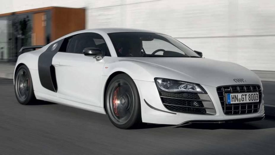 """O carro chega aos 100 km/h em menos de quatro segundos. <a href=""""http://quatrorodas.abril.com.br/noticias/audi-lanca-seu-primeiro-carro-r-1-milhao-brasil-299224_p.shtml"""" rel=""""migration"""">Leia mais</a>"""