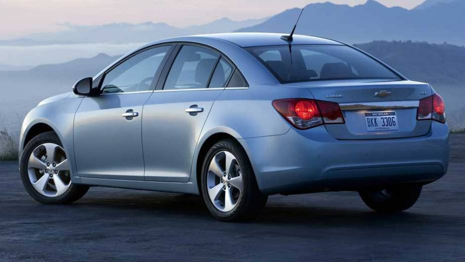 Carro será vendido em duas versões de acabamento no país