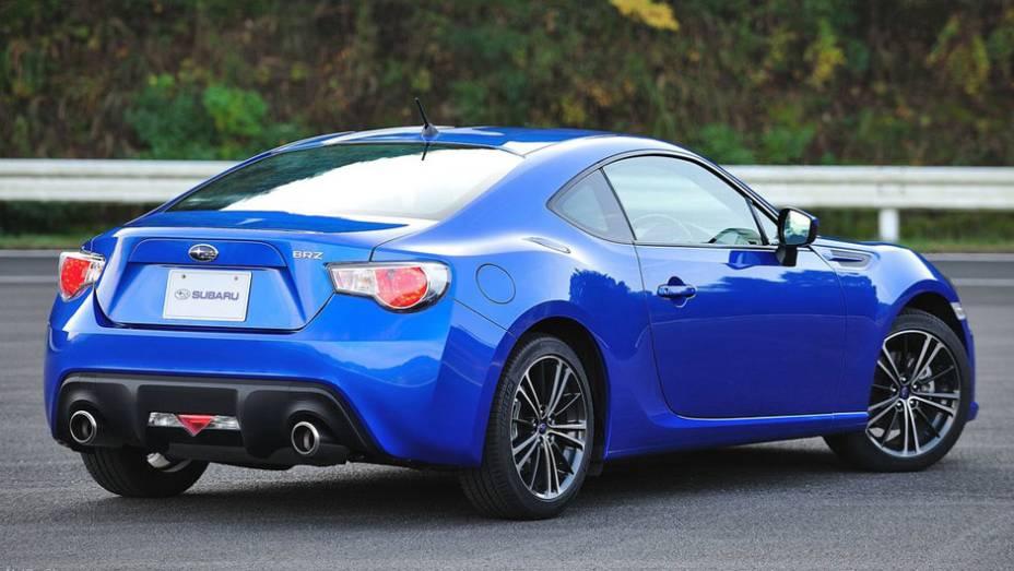 Subaru BRZ mantém esportividade com saída dupla de escape