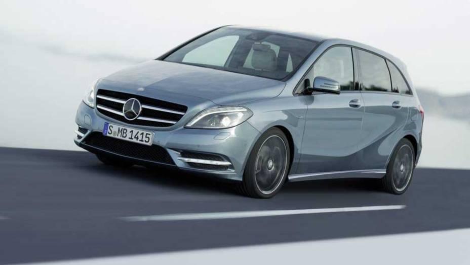 """Com tantos itens de série, o Classe B faz jus ao nome Mercedes-Benz. <a href=""""http://quatrorodas.abril.com.br/carros/lancamentos/mercedes-benz-classe-b-637678.shtml"""" rel=""""migration"""">Leia mais</a>"""