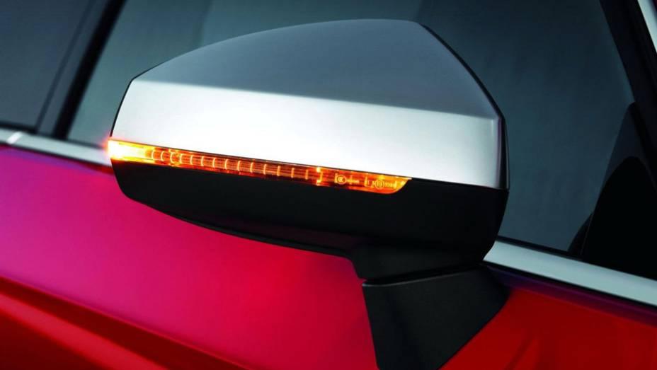 """Além das luzes de indicação de mudança de direção, espelho retrovisores usam capa de alumínio   <a href=""""%20http://quatrorodas.abril.com.br/saloes/paris/2012/audi-s3-702744.shtml"""" rel=""""migration"""">Leia mais</a>"""