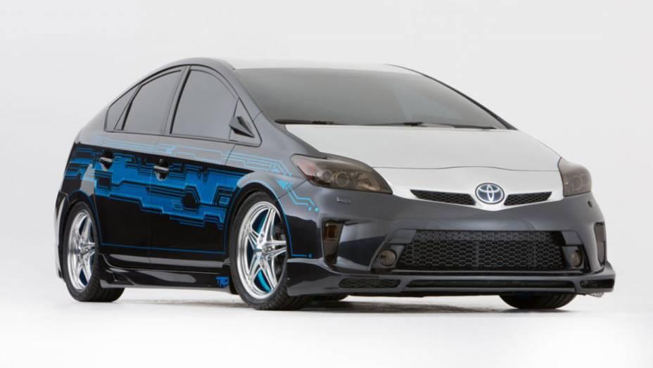 Sem alteração no rendimento, o Prius está presente no evento com nova pintura, rodas, pneus e suspensão