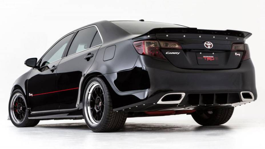 Toyota Camry desenvolvido em parceria com a Kyle Busch. Modelo foi inspirado nos veículos de corrida da Nascar