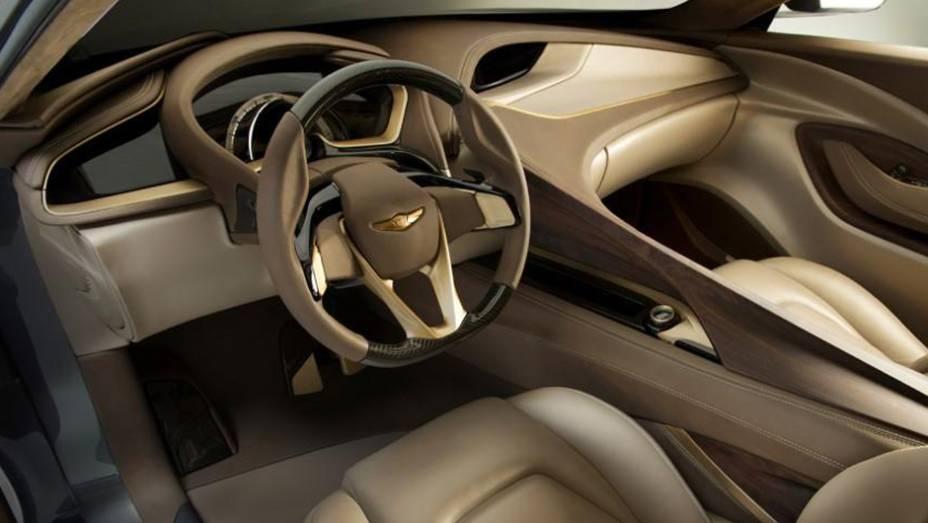 """O dispositivo fornece as informações mais relevantes ao condutor   <a href=""""http://quatrorodas.abril.com.br/saloes/detroit/2013/hyundai-hcd-14-genesis-730952.shtml"""" rel=""""migration"""">Leia mais</a>"""