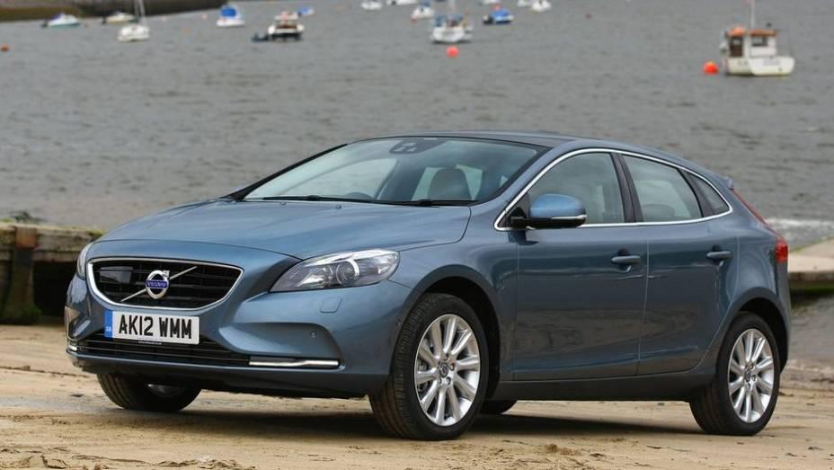 """FAMILIAR COMPACTO - Volvo V40   <a href=""""http://quatrorodas.abril.com.br/noticias/seguranca/euro-ncap-divulga-lista-carros-mais-seguros-2012-731866.shtml"""" rel=""""migration"""">Leia mais</a>"""