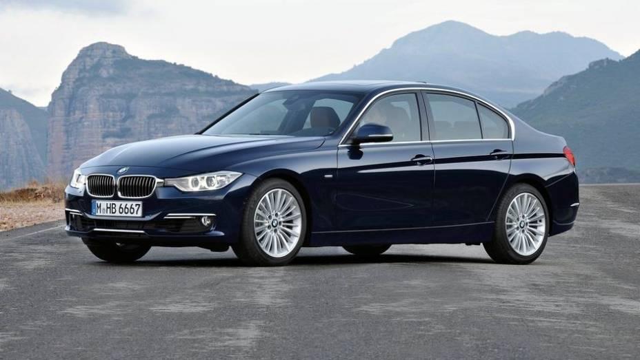 """FAMILIAR GRANDE - BMW SÉRIE 3   <a href=""""http://quatrorodas.abril.com.br/noticias/seguranca/euro-ncap-divulga-lista-carros-mais-seguros-2012-731866.shtml"""" rel=""""migration"""">Leia mais</a>"""