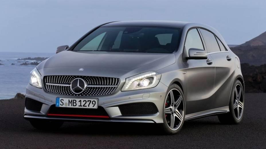 """CARRO DO ANO - Mercedes-Benz Classe A   <a href=""""http://quatrorodas.abril.com.br/noticias/mercado/finalistas-premio-carro-mundial-2013-sao-revelados-732525.shtml"""" rel=""""migration"""">Leia mais</a>"""