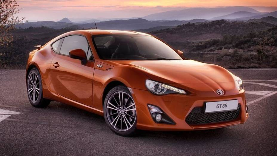 """CARRO DO ANO - Scion FR-S / Subaru BRZ / Toyota GT 86 / Toyota 86   <a href=""""http://quatrorodas.abril.com.br/noticias/mercado/finalistas-premio-carro-mundial-2013-sao-revelados-732525.shtml"""" rel=""""migration"""">Leia mais</a>"""