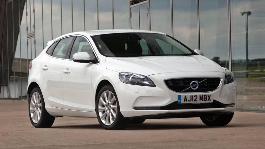 """CARRO DO ANO - Volvo V40   <a href=""""http://quatrorodas.abril.com.br/noticias/mercado/finalistas-premio-carro-mundial-2013-sao-revelados-732525.shtml"""" rel=""""migration"""">Leia mais</a>"""