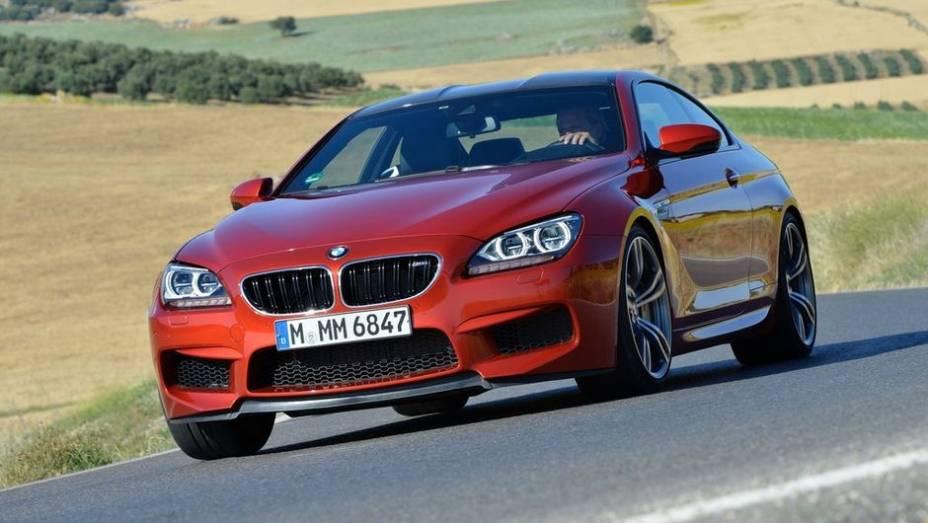 """CARRO DE PERFORMANCE - BMW M6 Coupe / Convertible   <a href=""""http://quatrorodas.abril.com.br/noticias/mercado/finalistas-premio-carro-mundial-2013-sao-revelados-732525.shtml"""" rel=""""migration"""">Leia mais</a>"""