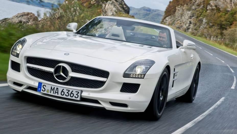 """CARRO DE PERFORMANCE - Mercedes-Benz SLS AMG Roadster   <a href=""""http://quatrorodas.abril.com.br/noticias/mercado/finalistas-premio-carro-mundial-2013-sao-revelados-732525.shtml"""" rel=""""migration"""">Leia mais</a>"""