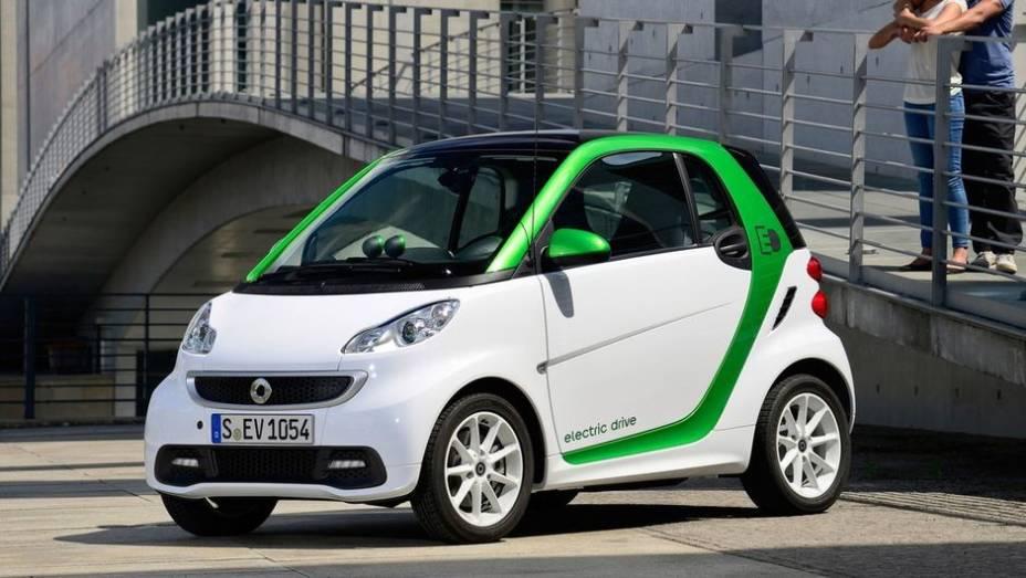 """CARRO """"VERDE"""" - smart Electric Drive   <a href=""""http://quatrorodas.abril.com.br/noticias/mercado/finalistas-premio-carro-mundial-2013-sao-revelados-732525.shtml"""" rel=""""migration"""">Leia mais</a>"""