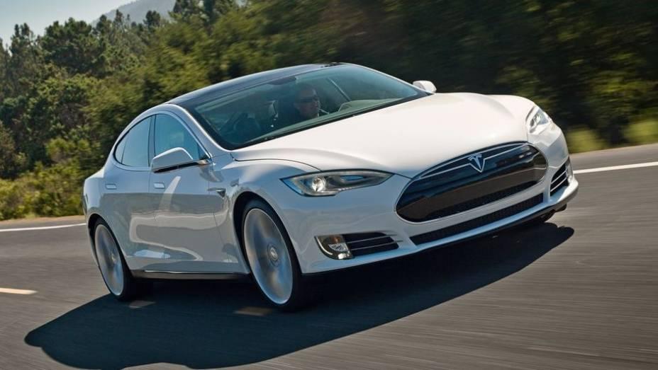 """CARRO """"VERDE"""" - Tesla Model S   <a href=""""http://quatrorodas.abril.com.br/noticias/mercado/finalistas-premio-carro-mundial-2013-sao-revelados-732525.shtml"""" rel=""""migration"""">Leia mais</a>"""