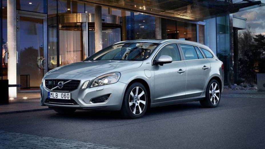 """CARRO """"VERDE"""" - Volvo V60 Plug-in Hybrid Diesel   <a href=""""http://quatrorodas.abril.com.br/noticias/mercado/finalistas-premio-carro-mundial-2013-sao-revelados-732525.shtml"""" rel=""""migration"""">Leia mais</a>"""