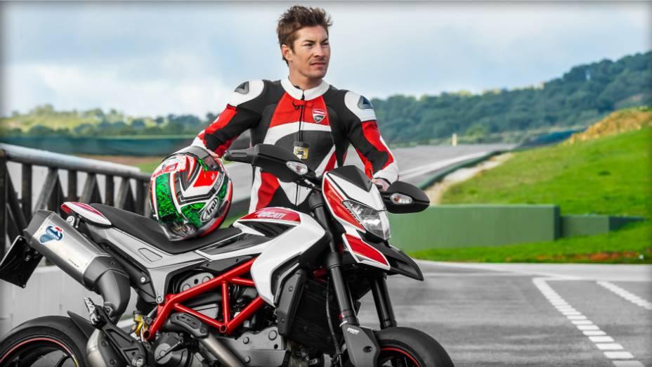 """Nicky Hayden participa da nova campanha da Ducati Hypermotard. <a href=""""http://quatrorodas.abril.com.br/moto/noticias/nicky-hayden-acelera-nova-ducati-hypermotard-veja-734029.shtml"""" rel=""""migration"""">Leia mais</a>"""