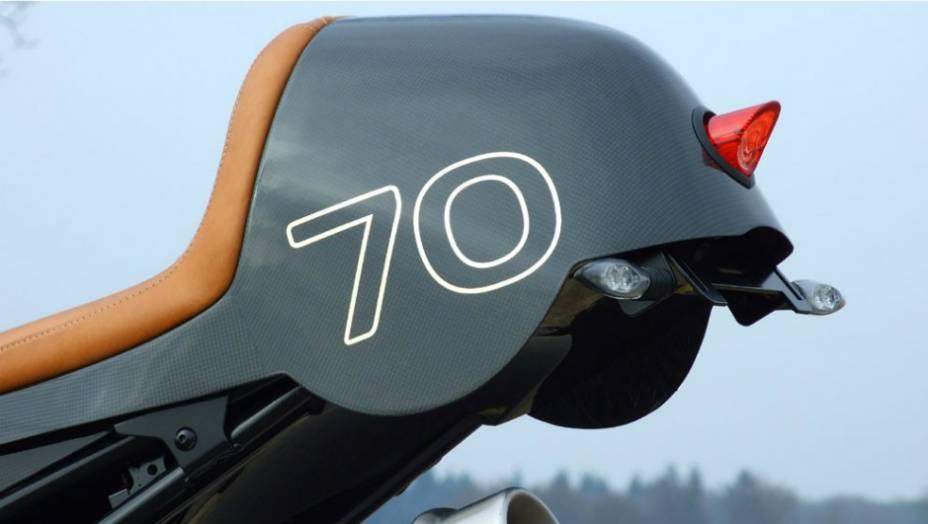 """O kiti de customização da BMW R1200 CR-T pode ser adquirido por € 3.990. <a href=""""http://quatrorodas.abril.com.br/moto/noticias/bmw-r1200-cr-t-customizada-metisse-734221.shtml"""" rel=""""migration"""">Leia mais</a>"""