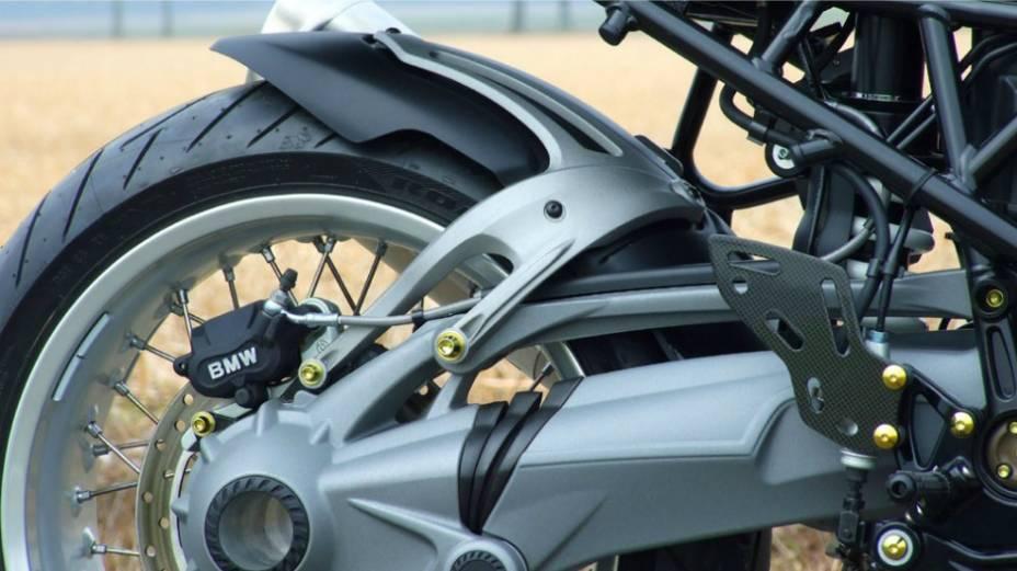 """BMW R1200 CR-T custa € 16.990. <a href=""""http://quatrorodas.abril.com.br/moto/noticias/bmw-r1200-cr-t-customizada-metisse-734221.shtml"""" rel=""""migration"""">Leia mais</a>"""