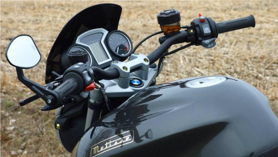 """BMW R1200 CR-T, customizada por Metisse. <a href=""""http://quatrorodas.abril.com.br/moto/noticias/bmw-r1200-cr-t-customizada-metisse-734221.shtml"""" rel=""""migration"""">Leia mais</a>"""