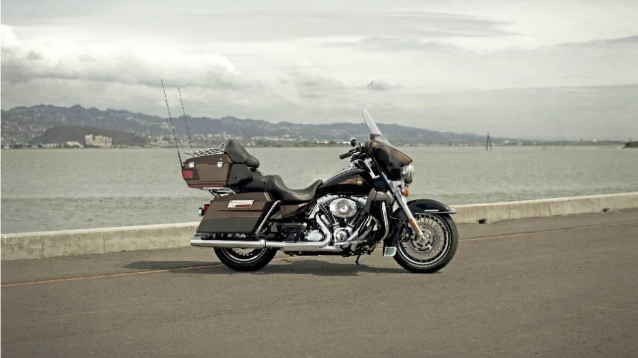 """Harley-Davidson Electra Glide Ultra Limited 110th Anniversary Edition . <a href=""""http://quatrorodas.abril.com.br/moto/noticias/harley-davidson-faz-110-anos-prepara-festa-734354.shtml"""" rel=""""migration"""">Leia mais</a>"""