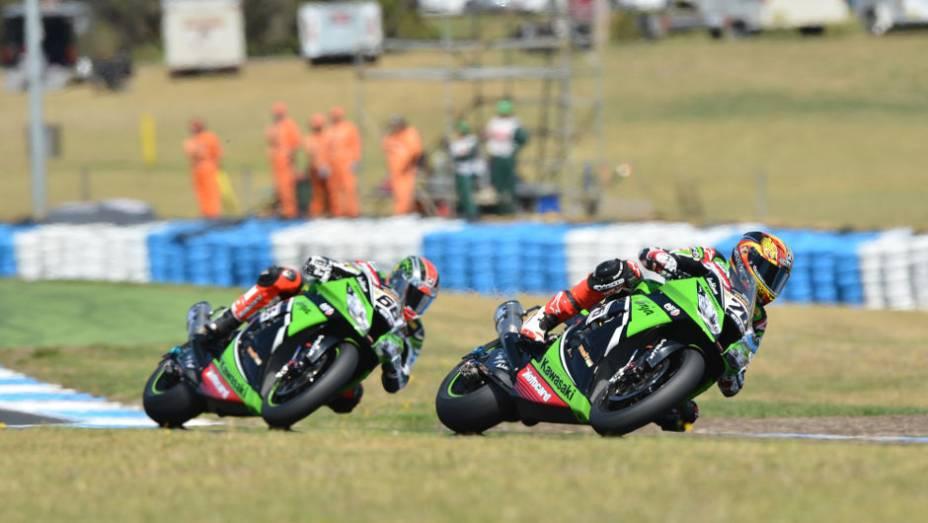 """O francês Loris Baz (76, Kawasaki) ficou na sexta posição na primeira corrida. <a href=""""http://quatrorodas.abril.com.br/moto/noticias/sbk-aprilia-domina-corridas-phillip-island-734484.shtml"""" rel=""""migration"""">Leia mais</a>"""