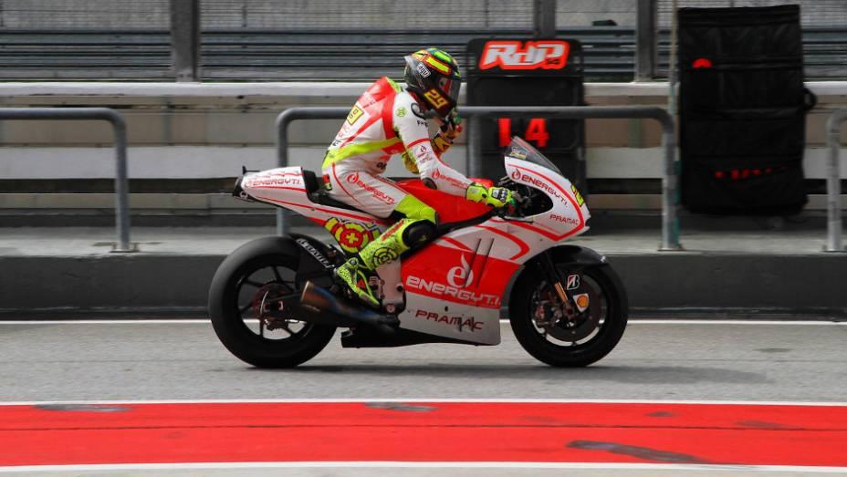 """Andrea Iannone (Energy T.I. Pramac Racing Team) fez o 11º tempo. <a href=""""http://quatrorodas.abril.com.br/moto/noticias/motogp-lorenzo-supera-pedrosa-sepang-734732.shtml"""" rel=""""migration"""">Leia mais</a>"""