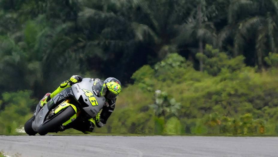 """Valentino Rossi (Yamaha Factory Racing Team) ficou em quarto no último dia em Sepang. <a href=""""http://quatrorodas.abril.com.br/moto/noticias/motogp-pedrosa-lidera-ultimo-dia-sepang-734820.shtml"""" rel=""""migration"""">Leia mais</a>"""