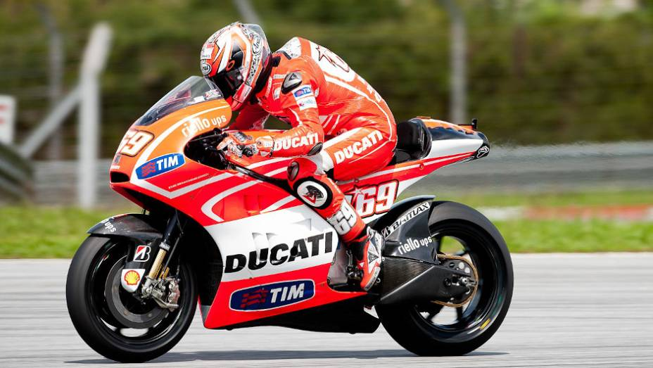 """Nicky Hayden (Ducati Team) ficou atrás do seu companheiro de equipe no último dia de testes em Sepang. <a href=""""%20http://quatrorodas.abril.com.br/moto/noticias/motogp-pedrosa-lidera-ultimo-dia-sepang-734820.shtml"""" rel=""""migration"""">Leia mais</a>"""