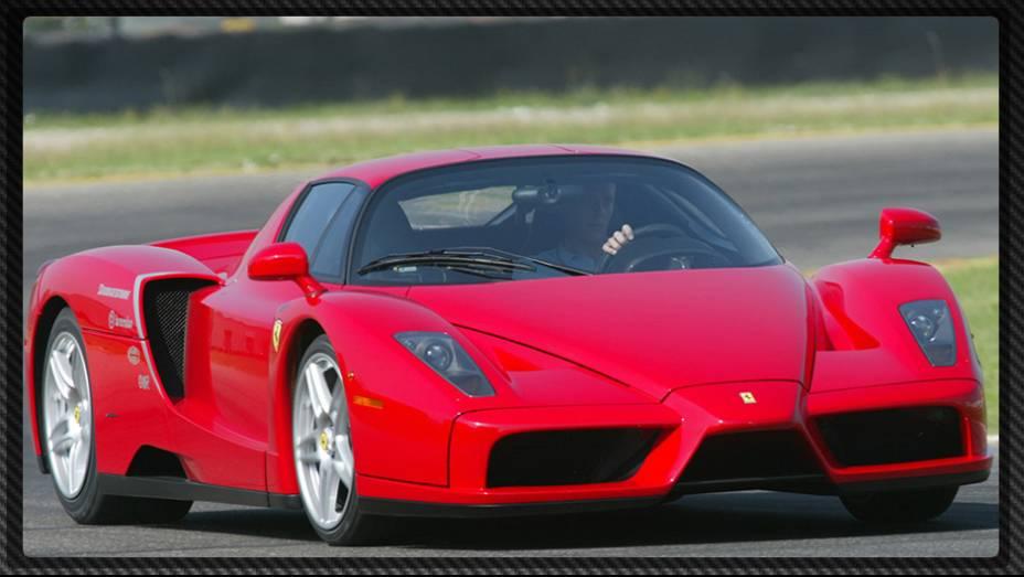 """Lançada em 2002, a Ferrari Enzo estabelecia novos parâmetros para o desempenho de superesportivos   <a href=""""%20http://quatrorodas.abril.com.br/reportagens/geral/laferrari-novo-suprassumo-ferrari-736137.shtml"""" rel=""""migration"""">Leia mais</a>"""