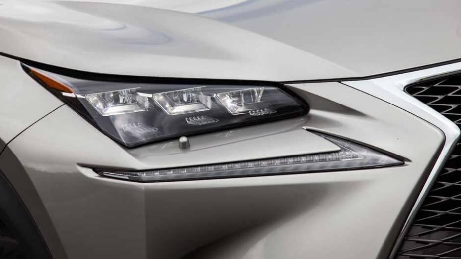 """Luzes diurnas de led ficam separadas dos faróis; os SUVs BMW X3, Audi Q5 e Range Rover Evoque são alguns de seus rivais   <a href=""""http://quatrorodas.abril.com.br/noticias/fabricantes/lexus-lanca-nx-200t-brasil-846698.shtml"""" rel=""""migration"""">Leia mais</a>"""