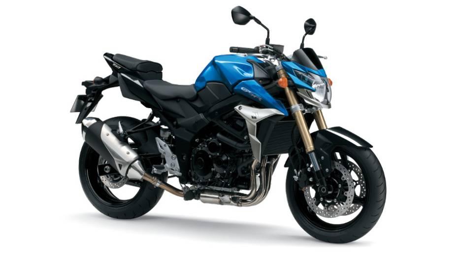 """Naked de quatro cilindros tem seu motor derivado da GSX-R750A   <a href=""""http://quatrorodas.abril.com.br/moto/noticias/suzuki-anuncia-5-lancamentos-brasil-738290.shtml"""" rel=""""migration"""">Leia mais</a>"""