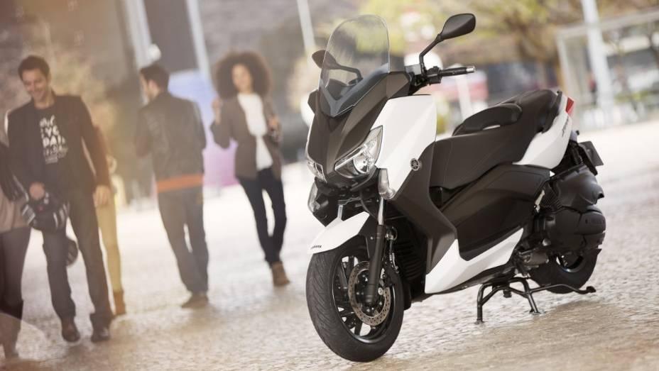 """Yamaha lança X-Max 400 na Europa   <a href=""""http://quatrorodas.abril.com.br/moto/noticias/yamaha-lanca-x-max-400-europa-738761.shtml"""" rel=""""migration"""">Leia mais</a>"""