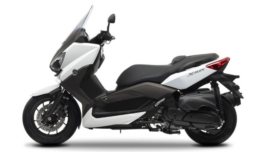 """Motor do X-Max 400 é capaz de gerar 31,5 cavalos de potência a 7.500 rpm   <a href=""""http://quatrorodas.abril.com.br/moto/noticias/yamaha-lanca-x-max-400-europa-738761.shtml"""" rel=""""migration"""">Leia mais</a>"""