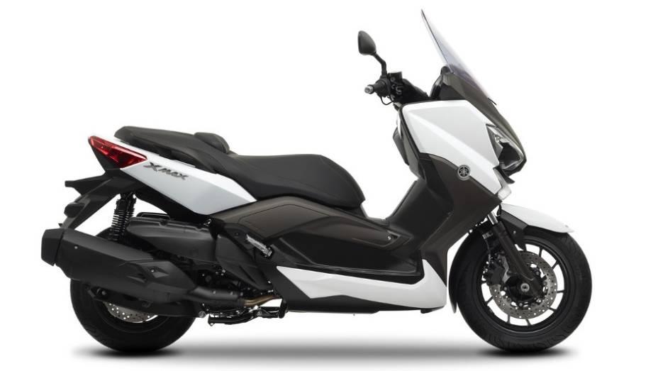 """De acrodo com a Yamaha, maxi-scooter atinge a velocidade máxima de 150 km/h   <a href=""""http://quatrorodas.abril.com.br/moto/noticias/yamaha-lanca-x-max-400-europa-738761.shtml"""" rel=""""migration"""">Leia mais</a>"""