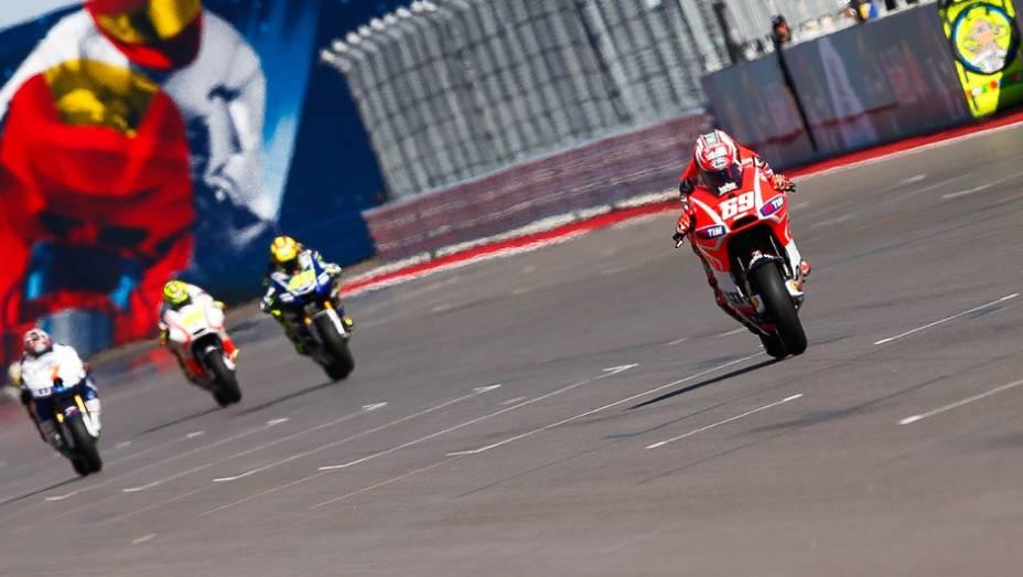 """Correndo em casa, Nicky Hayden (Ducati Team) ficou com o décimo tempo   <a href=""""http://quatrorodas.abril.com.br/moto/noticias/marquez-faz-1a-pole-carreira-austin-739216.shtml"""" rel=""""migration"""">Leia mais</a>"""