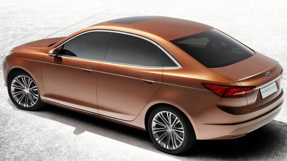 """O novo conceito Escort é uma prévia de um futuro sedã compacto que será vendido exclusivamente na China   <a href=""""%20http://quatrorodas.abril.com.br/saloes/xangai/2013/ford-escort-concept-739214.shtml"""" rel=""""migration"""">Leia mais</a>"""