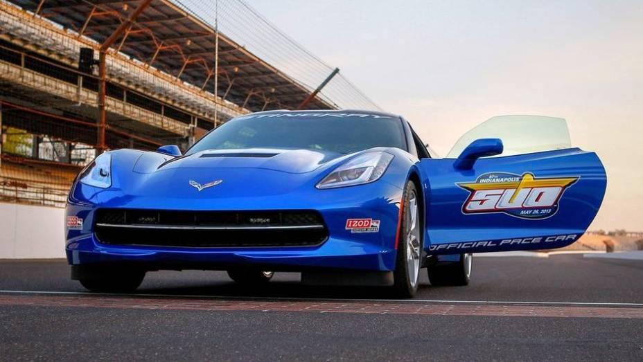 """Esta será a 12ª vez que um Corvette ocupará o posto de Pace Car da mais importante corrida de monopostos dos Estados Unidos   <a href=""""%20http://quatrorodas.abril.com.br/noticias/fabricantes/chevrolet-corvette-stingray-sera-pace-car-indy-740349.shtml"""" rel=""""migration"""">Leia</a>"""