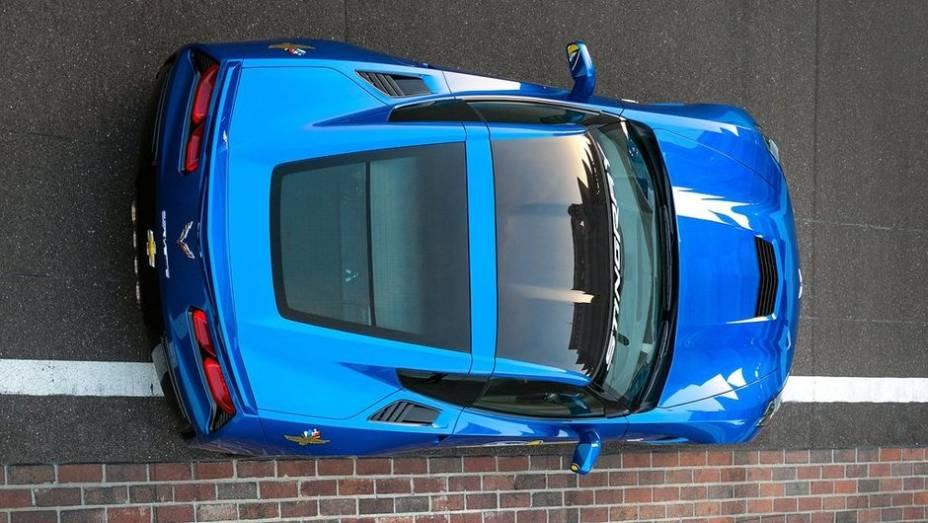 """Assim o Corvette Stingray Pace Car manterá o motor 6.2 de 450 cavalos de potência   <a href=""""http://quatrorodas.abril.com.br/noticias/fabricantes/chevrolet-corvette-stingray-sera-pace-car-indy-740349.shtml"""" rel=""""migration"""">Leia mais</a>"""