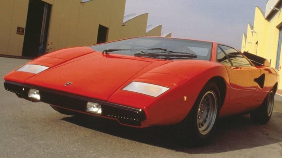 Se tecnicamente o Countach deu continuidade à inovação aberta pelo Miura, no estilo ele representou em 1973 um salto de ousadia e identidade da marca. Seu desenho era tão futurista que fazia muito carro-conceito parecer datado.