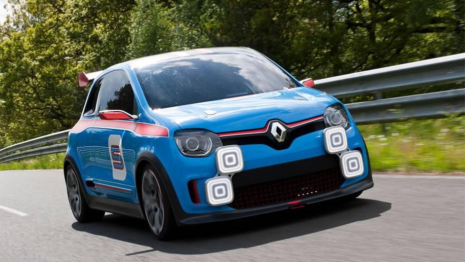 """Conceito oferece uma prévia de como será a próxima geração do Renault Twingo   <a href=""""http://quatrorodas.abril.com.br/noticias/fabricantes/renault-twin-run-concept-revelado-monaco-742319.shtml"""" rel=""""migration"""">Leia mais</a>"""
