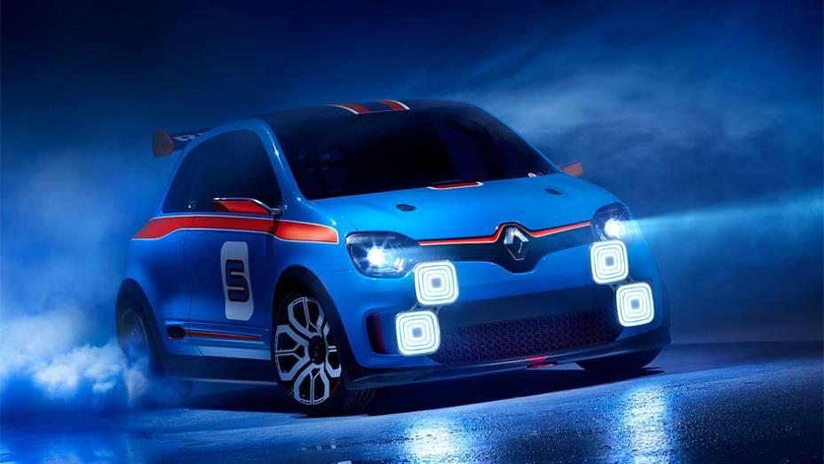 """O carro, de apenas dois lugares, é o irmão do conceito elétrico TwinZ, apresentado em abril   <a href=""""http://quatrorodas.abril.com.br/noticias/fabricantes/renault-twin-run-concept-revelado-monaco-742319.shtml"""" rel=""""migration"""">Leia mais</a>"""
