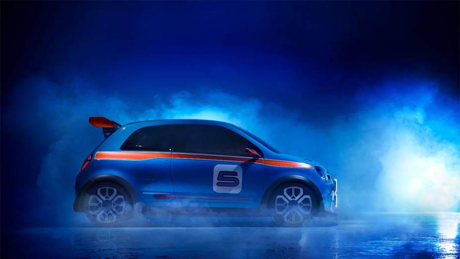 """TwinRun concept é alimentado por um propulsor V6 de 3.5 litros   <a href=""""http://quatrorodas.abril.com.br/noticias/fabricantes/renault-twin-run-concept-revelado-monaco-742319.shtml"""" rel=""""migration"""">Leia mais</a>"""