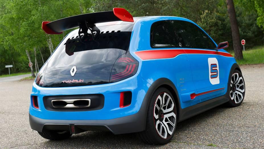 """Carro faz de 0 a 100 km/h em 4.5 segundos   <a href=""""http://quatrorodas.abril.com.br/noticias/fabricantes/renault-twin-run-concept-revelado-monaco-742319.shtml"""" rel=""""migration"""">Leia mais</a>"""