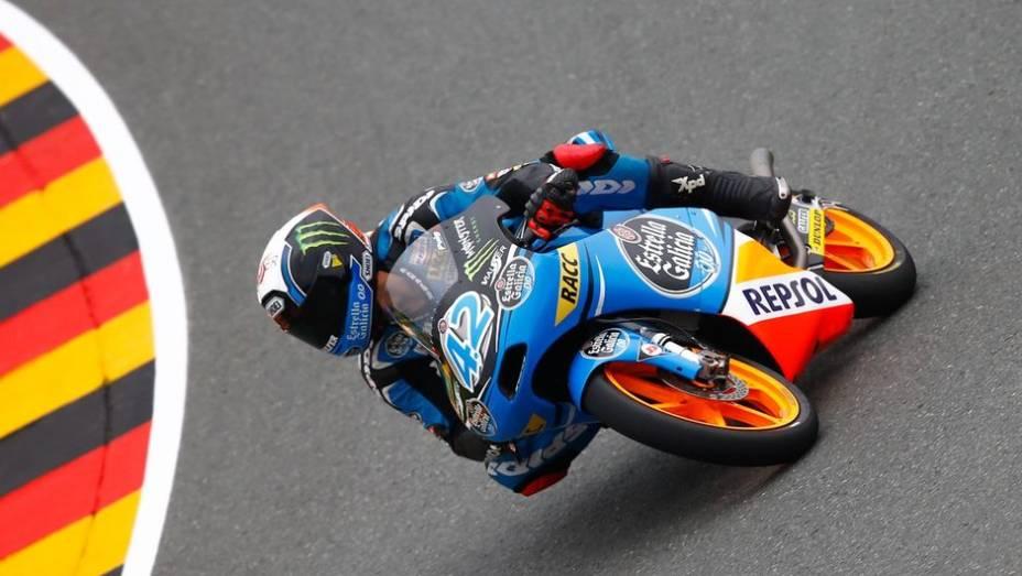 """Alex Rins terminou a jornada da Moto3 como o mais veloz da sexta-feira   <a href=""""http://quatrorodas.abril.com.br/moto/noticias/motogp-bradl-lidera-lorenzo-ficara-fora-746684.shtml"""" rel=""""migration"""">Leia mais</a>"""