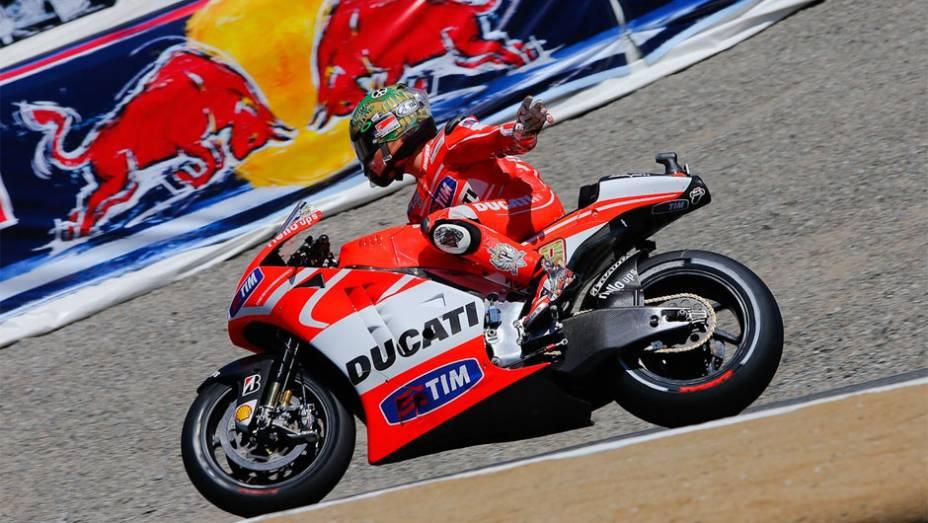 """Correndo em casa, Nicky Hayden (Ducati) largará em décimo   <a href=""""http://quatrorodas.abril.com.br/moto/noticias/motogp-bradl-surpreende-pole-eua-747594.shtml"""" rel=""""migration"""">Leia mais</a>"""