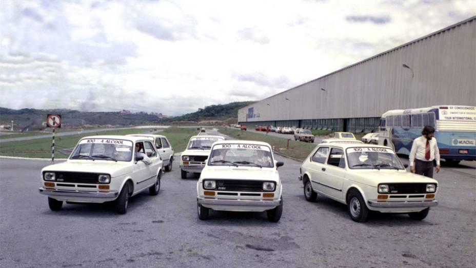 Álcool - Um dos principais pioneirismos da Fiat no Brasil surgiu em 1979, o primeiro carro de série movido a álcool, numa versão do motor 1.3 do 147.