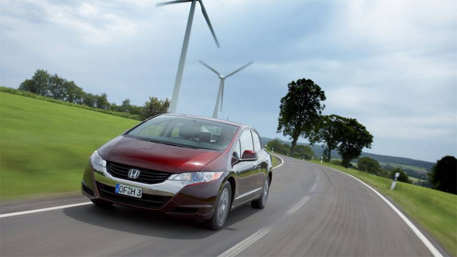 Hidrogênio - O Honda FCX Clarity, de 2010, foi criado exclusivamente para uma célula de combustível produzir eletricidade motriz a partir de hidrogênio.