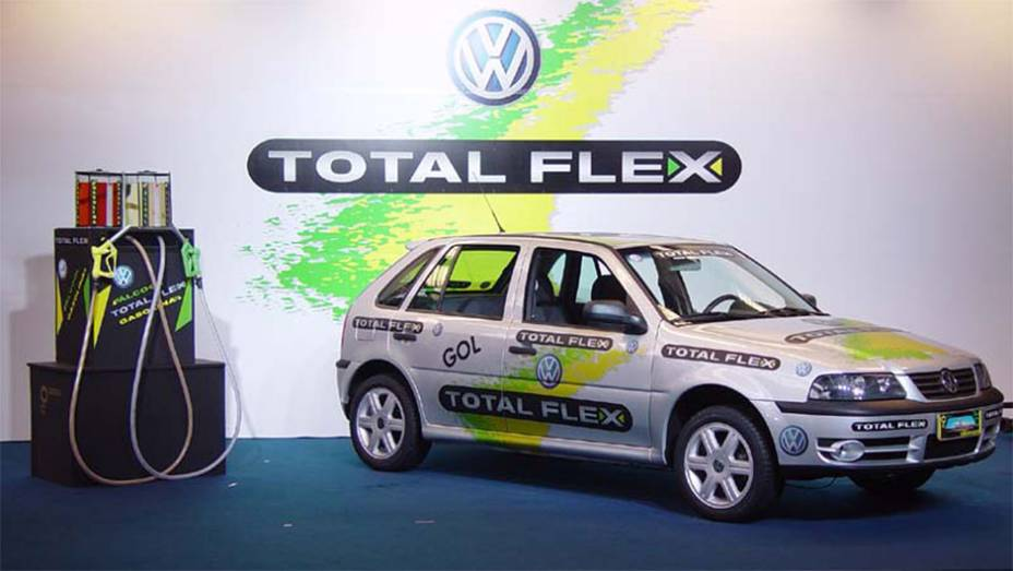 Flex - Introduzido pela Volkswagen em 2003, o motor flex bebe álcool, gasolina ou qualquer mistura dos dois. Deu vigor extra ao campeão Gol e virou padrão do mercado.