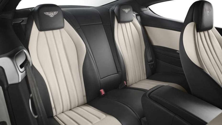 """Outras características do Continental GT V8 S são a diminuição da altura em 1 cm, suspensão mais rígida, amortecedores atualizados, controle de estabilidade, etc   <a href=""""http://quatrorodas.abril.com.br/saloes/frankfurt/2013/bentley-continental-gt-v8-s-"""" rel=""""migration""""></a>"""